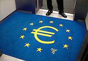 Nederland, Amsterdam, 18-9-2012Euroteken in de vloerbedekking van een lift van de Nederlandse Bank. Monetaire eenwording.Foto: Flip Franssen/Hollandse Hoogte