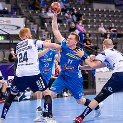 Adam Loenn (TVB Stuttgart #11) ; Jim Gottfridsson (SG Flensburg-Handewitt #24) ; Simon Hald Jensen (SG Flensburg-Handewitt #5) ; LIQUI MOLY HBL / 1. Handball-Bundesliga: TVB Stuttgart - SG Flensburg-Handewitt am 09.06.2021 in Stuttgart (PORSCHE Arena), Baden-Wuerttemberg, Deutschland<br /> <br /> Foto © PIX-Sportfotos *** Foto ist honorarpflichtig! *** Auf Anfrage in hoeherer Qualitaet/Aufloesung. Belegexemplar erbeten. Veroeffentlichung ausschliesslich fuer journalistisch-publizistische Zwecke. For editorial use only.