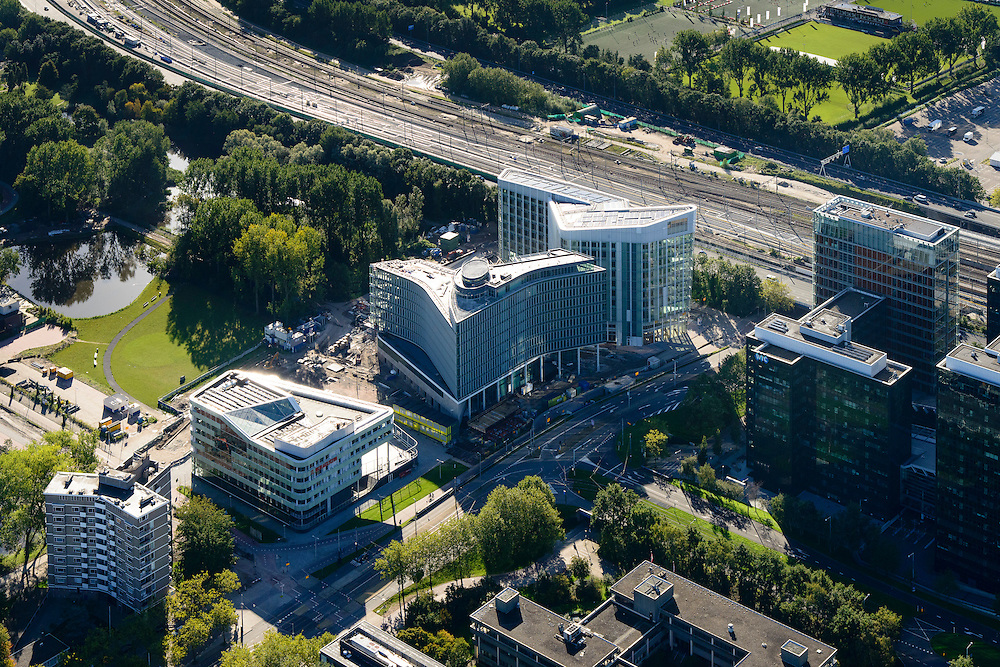 Nederland, Noord-Holland, Amsterdam, 27-09-2015; Zuid-as, Ringweg A10 en Station Zuid-WTC. Nieuwbouw aan de Beethovenstraat, kruising Prinses Irenestraat. <br /> Zuid-as, South axis, Amsterdam equivalent of 'the City', financial district.<br /> luchtfoto (toeslag op standard tarieven);<br /> aerial photo (additional fee required);<br /> copyright foto/photo Siebe Swart