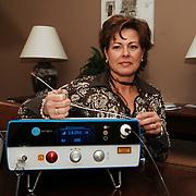 NLD/Huizen/20060106 - Anita Visscher van Hogendorplaan 40 Huizen met nieuw apparaat tegen spataderen gebruik makend van laser