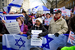 © Licensed to London News Pictures. 06/02/2017. London, UK. Supporters of Israel take part in a counter  demonstration at the gates to Downing Street in London at the time of a meeting between Israeli Prime Minister Benjamin Netanyahu and British Prime Minister Theresa May in Downing Street. Photo credit: Ben Cawthra/LNP