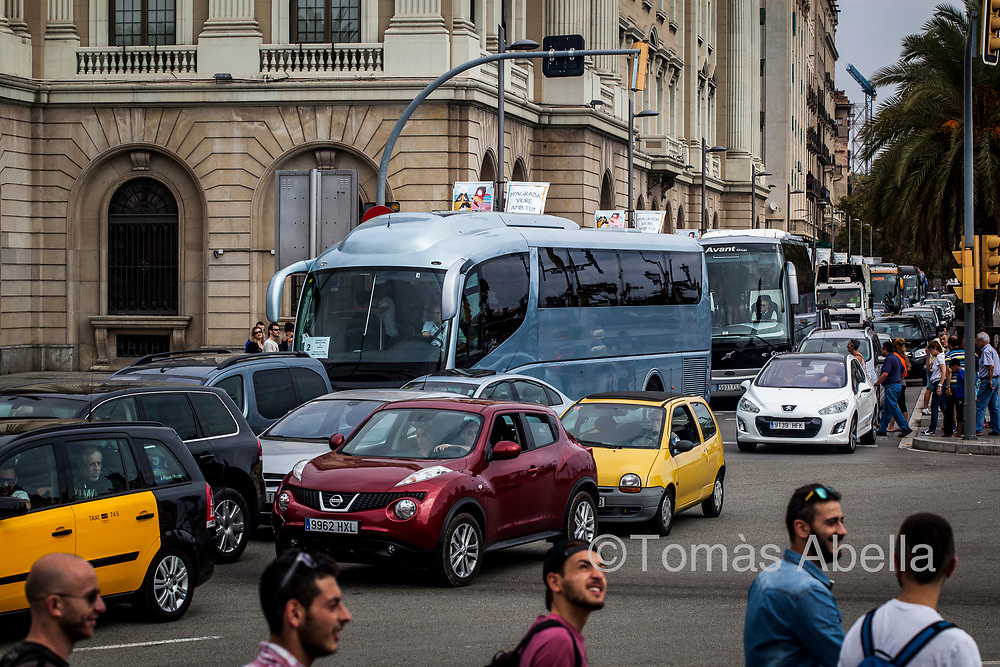 The increase in vehicle traffic due to touristic massification (coaches, rental cars, etc.) causes environmental pollution and leads to a growing number of cases of respiratory problems among the local population.