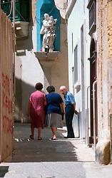 MALTA GOZO VICTORIA JUL00 - Maltese chat in an alleyway in Old Victoria.. . jre/Photo by Jiri Rezac. . © Jiri Rezac 2000. . Tel:   +44 (0) 7050 110 417. Email: info@jirirezac.com. Web:   www.jirirezac.com