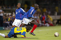 FOOTBALL - CONFEDERATIONS CUP 2003 - GROUP A - 030618 - FRANCE v COLUMBIA - LILIAN THURAM (FRA) / GERARDO BEDOYA (COL) - PHOTO GUY JEFFROY / DIGITALSPORT