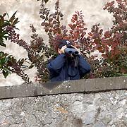 ITA/Bracchiano/20061118 - Huwelijk Tom Cruise en Katie Holmes, beveiliging speurt de omgeving af, carabiennieri