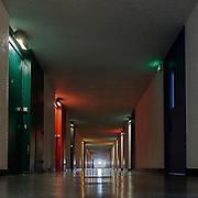 Firminy-Vert,Francia Saint-Etienne: Interior corridor, access apartments 'Unité d'Habitation in Firminy-Vert (1965-1967) - Cité Radieuse by Le Corbusier arch. Photographs by Alejandro Sala (Historical archivi AS)