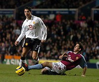 Fotball<br /> Premier League 2004/05<br /> Aston Villa v Manchester United<br /> 28. desember 2004<br /> Foto: Digitalsport<br /> NORWAY ONLY<br /> Manchester United's Cristiano Ronaldo (L) is tackled by Peter Whittingham