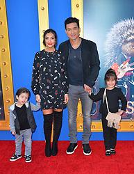 Mario Lopez mit ehefrau Courtney Mazza und den Kindern Gia und Dominic bei der Premiere von Sing in Los Angeles / 031216