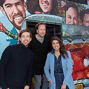 NLD/Amsterdam/20191216 - Q-christmas tour rijdt door Nederland, Marieke Elsinga, Menno Barreveld en Mattie Valk voor de bus
