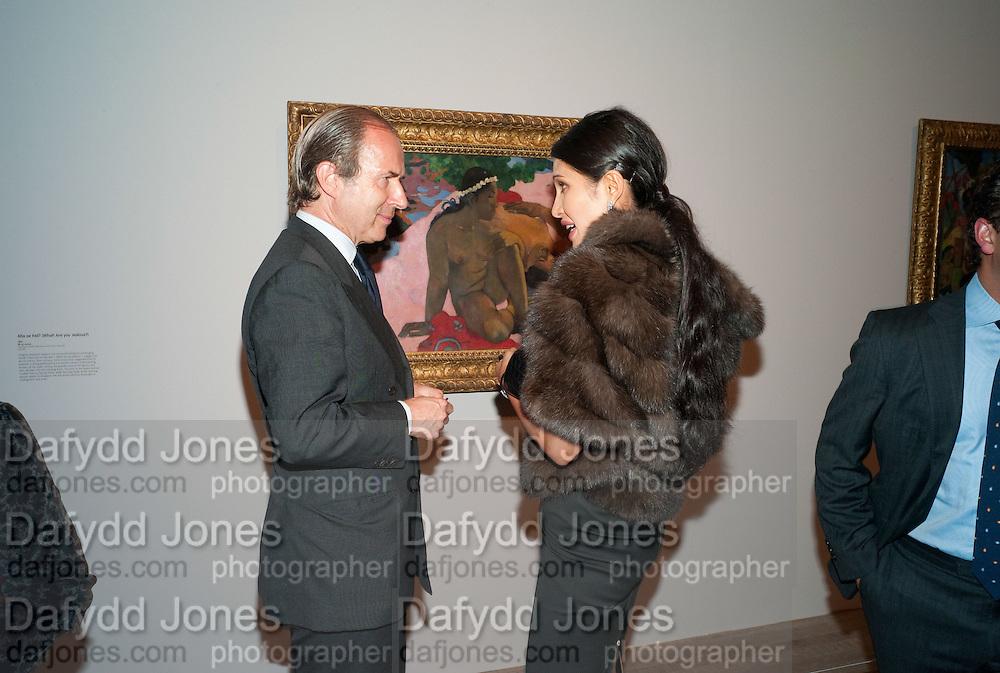 Simon de Pury; Goga Ashkenazi; , Gauguin, Tate Modern. London. 28 September 2010. -DO NOT ARCHIVE-© Copyright Photograph by Dafydd Jones. 248 Clapham Rd. London SW9 0PZ. Tel 0207 820 0771. www.dafjones.com.