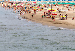 THEMENBILD - Urlauber am Strand des Mittelmeeres, aufgenommen am 24. Juni 2018 in Viareggio, Italien // Vacationers on the beach of the Mediterranean Sea, Viareggio, Italy on 2018/06/24. EXPA Pictures © 2018, PhotoCredit: EXPA/ JFK
