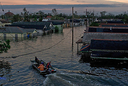 29 August, 2005. New Orleans, Louisiana.<br /> Hurricane Katrina hits New Orleans. Rescue workers frantically search for survivors in the rising flood waters, bringing them to relevant safety on the elevated section of I-10  <br /> Photo; Charlie Varley.