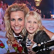 NLD/Hilversum/20110211 - 3de Liveshow SBS Sterren Dansen op het IJs 2011, Vivian Reijs en dochter Day