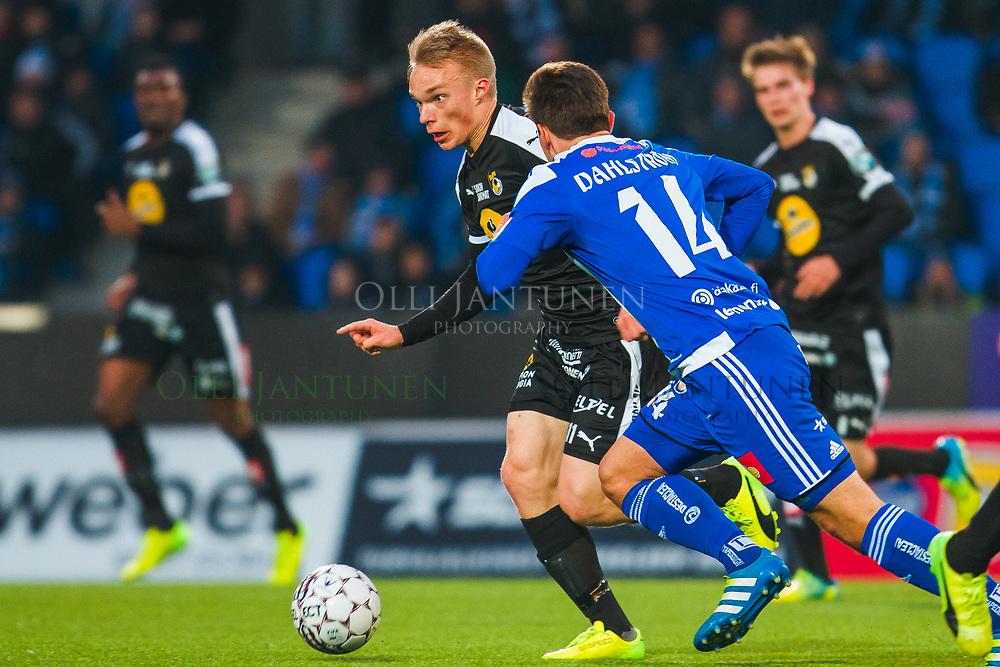 KuPS:n Ilmari Niskanen Veikkausliigan ottelussa HJK-KuPS. Töölön jalkapallostadion, Helsinki, Suomi. 10.4.2017.
