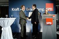 05 MAY 2006, SUNDERN/GERMANY:<br /> Kurt Beck (R), SPD, desig. SPD Parteivorsitzender und Ministerpraesident Rheinland-Pfalz, gratuliert Franz Muentefering (L), SPD, Bundesarbeitsminister, zu seiner 40jaehrigen SPD Parteimitgliedschaft, waehrend einem Stadtverbandsparteitag der SPD in Muenteferings Heimatort Sundern, Hotel Sunderland<br /> IMAGE: 20060505-02-0§5<br /> KEYWORDS: Franz Müntefering, SPD Mitgliedschaft, Jubilaeum, Jubiläum, 40 Jahre, Handshake