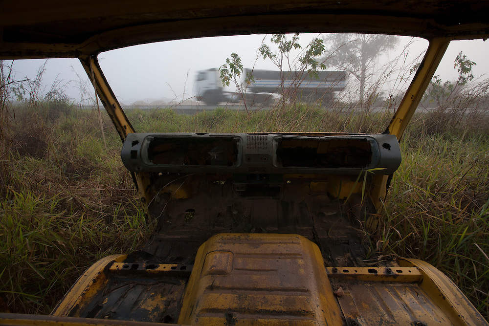 Barbacena_MG, Brazil.<br /> <br /> Veiculo abandonado na rodovia BR 265 em Barbacena, Minas Gerais.<br /> <br /> Vehicle abandoned in the highway BR 265 in Barbacena, Minas Gerais.<br /> <br /> Foto: LEO DRUMOND / NITRO