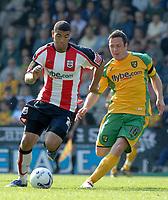 Photo: Ashley Pickering.<br /> Norwich City v Southampton. Coca Cola Championship. 28/04/2007.<br /> Southampton goal scorer Leon Best (L) gets away from Mark Fotheringham of Norwich