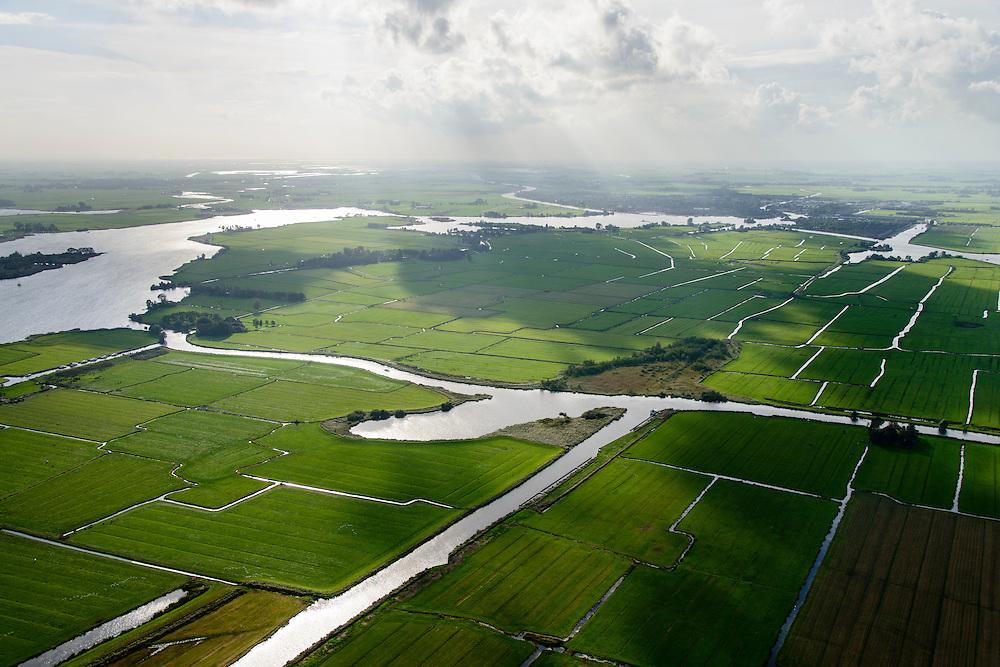 Nederland, Friesland, Alde Feanen, 10-10-2014;<br /> De Oude Venen, onder in beeld Polder de Wildlanden met links het gehucht, eiland De Burd en Grouw aan de horizon.<br /> The old peatlands, Frisian peatland and bog, nature reserve.<br /> luchtfoto (toeslag op standard tarieven);<br /> aerial photo (additional fee required);<br /> copyright foto/photo Siebe Swart