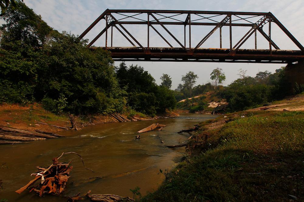 Araras_RO, Brasil.<br /> <br /> Ponte na estrada de ferro madeira-mamore em Araras, Rondonia.<br /> <br /> Railroad bridge  Madeira-Mamore in Araras, Rondonia.<br /> <br /> Foto: MARCUS DESIMONI / NITRO