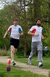 10-04-2014 NED: NY City Marathon training Vriendenloterij, Amsterdam<br /> In het Amsterdamse Vondelpark werden de eerste meters gelegd door de lopers van de vriendenloterij / Bas en Simon