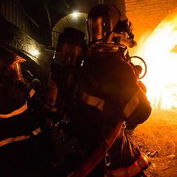 Stage Phénomènes Thermiques organisé au Fort de Domont. Réalisation de brûlages contrôlés à des fins d'étude du feu et de formation aux techniques d'extinction des sapeurs-pompiers.<br /> Avril 2018 / Domont (95) / FRANCE