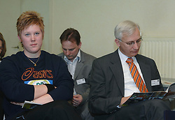 17-02-2007 ATLETIEK: AA DRINK TALENTTEAM: GENT<br /> Ondertekening sponsorcontract tussen AA Drink en het Talentteam / Denise Kemkers en Wim Slootbeek<br /> ©2007-WWW.FOTOHOOGENDOORN.NL