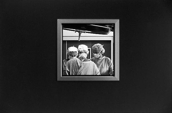 Nederland, Boxmeer, 1-7-1991Chirurg en operatieassistentes in operatiekamer van regionaal ziekenhuis, maasziekenhuis.Wachtlijsten gezondheidszorg, specialisten.Foto: Flip Franssen/Hollandse Hoogte