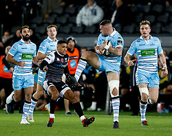 2nd November, Liberty Stadium , Swansea, Wales ; Guinness pro 14's Ospreys Rugby v Glasgow Warriors ;  Rory Hughes of Glasgow Warriors claims the high ball<br /> <br /> Credit: Simon King/News Images<br /> <br /> Photographer Simon King/Replay Images<br /> <br /> Guinness PRO14 Round 8 - Ospreys v Glasgow Warriors - Friday 2nd November 2018 - Liberty Stadium - Swansea<br /> <br /> World Copyright © Replay Images . All rights reserved. info@replayimages.co.uk - http://replayimages.co.uk