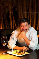 Carlos Kristensen, cheff de cozinha do restaurante Hashi. FOTO: Marcos Nagelstein/Preview.com