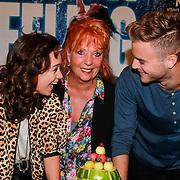 NLD/Zaandam/20130813 - 1e repetitiedag musical Flashdance , Anouk Maas, Jim Bakkum, Carry Tefsen snijden de fruittaart aan