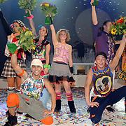 NLD/Tilburg/20061105 - Premiere Oebele, cast, jongens voor, vlnr, Roy Hadisubroto en Tommie Venneker