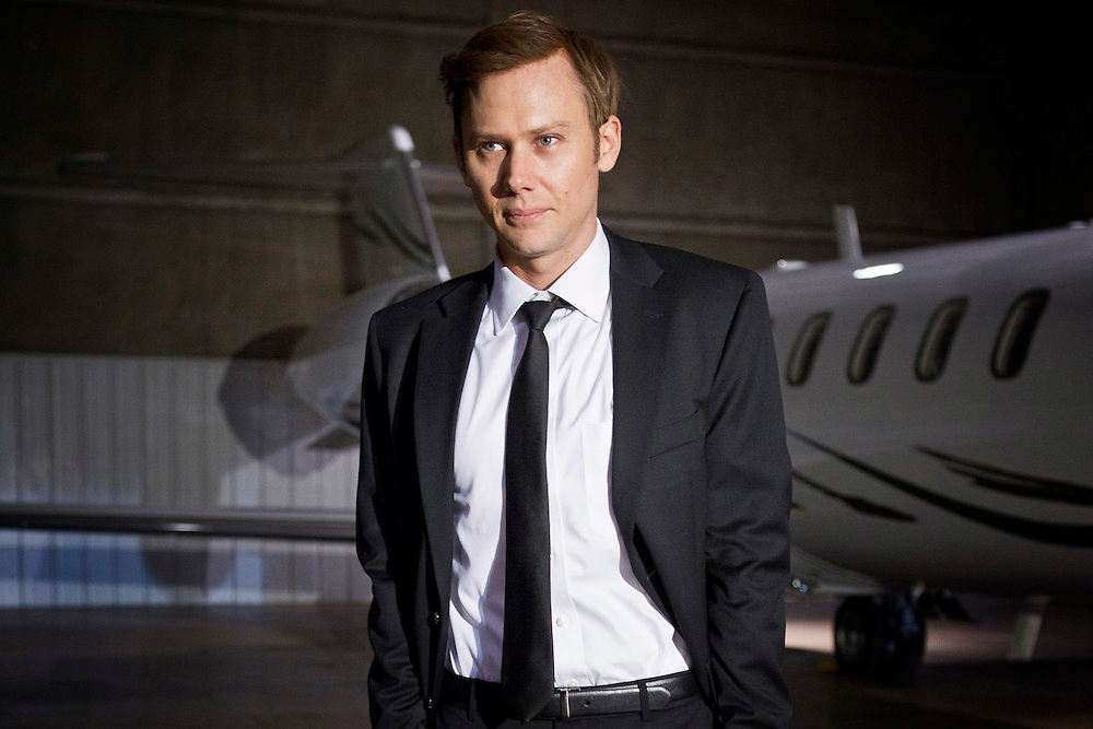 In this episode of Breakout Kings, it's no flame-patterned, short-sleeved button-up, but Lloyd (Jimmi Simpson) makes do with the GQ look. Photo: Skip Bolen / A&E Television Networks
