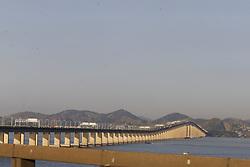 June 18, 2017 - Imagens gerais da cidade do Rio de Janeiro, visto a partir de Niterói. Na foto, o percurso entre as duas cidades feito pela ponte Rio Niterói. (Credit Image: © Daniel Derevecki/Fotoarena via ZUMA Press)