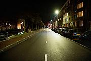 Avondklok inAmsterdam,Nederland. In heel Nederland geldt vanaf zaterdag 23 januari een avondklok. Dat betekent dat iedereen tussen 21.00 uur 's avonds en 04.30 uur 's ochtends binnen blijft.