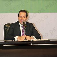 Toluca, México.- Eruviel Ávila Villegas, gobernador del Estado de México durante la firma del acuerdo estratégico por la Educación Media Superior y Superior entre la UAEM y el GEM. Agencia MVT / José Hernández