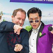 NLD/Hilversum/20180205 - Edwin Evers ontvang Karaoke zanger Lee Song, Edwin Evers en Lee Song