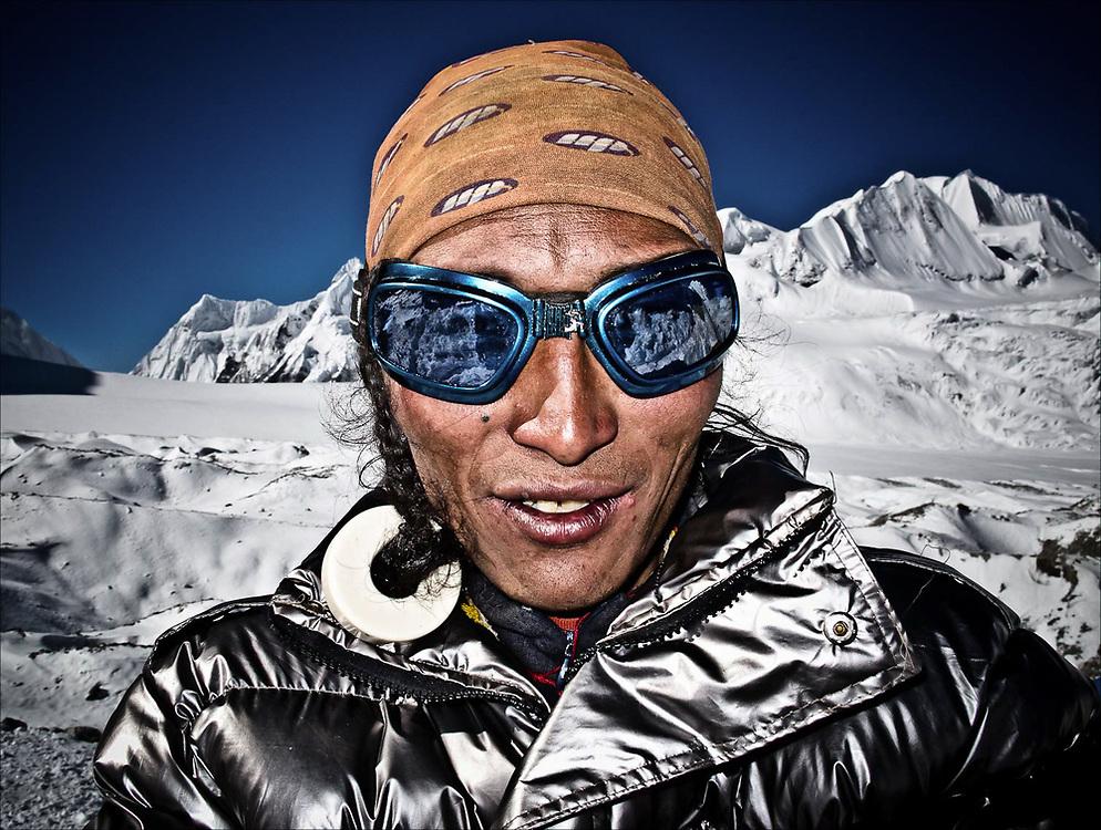 TIBETAN PORTER | CHO OYU BASE CAMP | TIBET