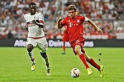 04.08.2015, Allianz Arena, Muenchen, GER, AUDI CUP, FC Bayern Muenchen vs AC Mailand, im Bild vl. Cristian Zapata (AC Mailand) und Thomas Mueller (FC Bayern Muenchen) // during the 2015 AUDI Cup Match between FC Bayern Muenchen and AC Mailand at the Allianz Arena in Muenchen, Germany on 2015/08/04. EXPA Pictures © 2015, PhotoCredit: EXPA/ Eibner-Pressefoto/ Stuetzle<br /> <br /> *****ATTENTION - OUT of GER*****