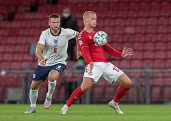 Kasper Dolberg (Danmark) og Eric Dier (England) under UEFA Nations League kampen mellem Danmark og England den 8. september 2020 i Parken, København (Foto: Claus Birch).