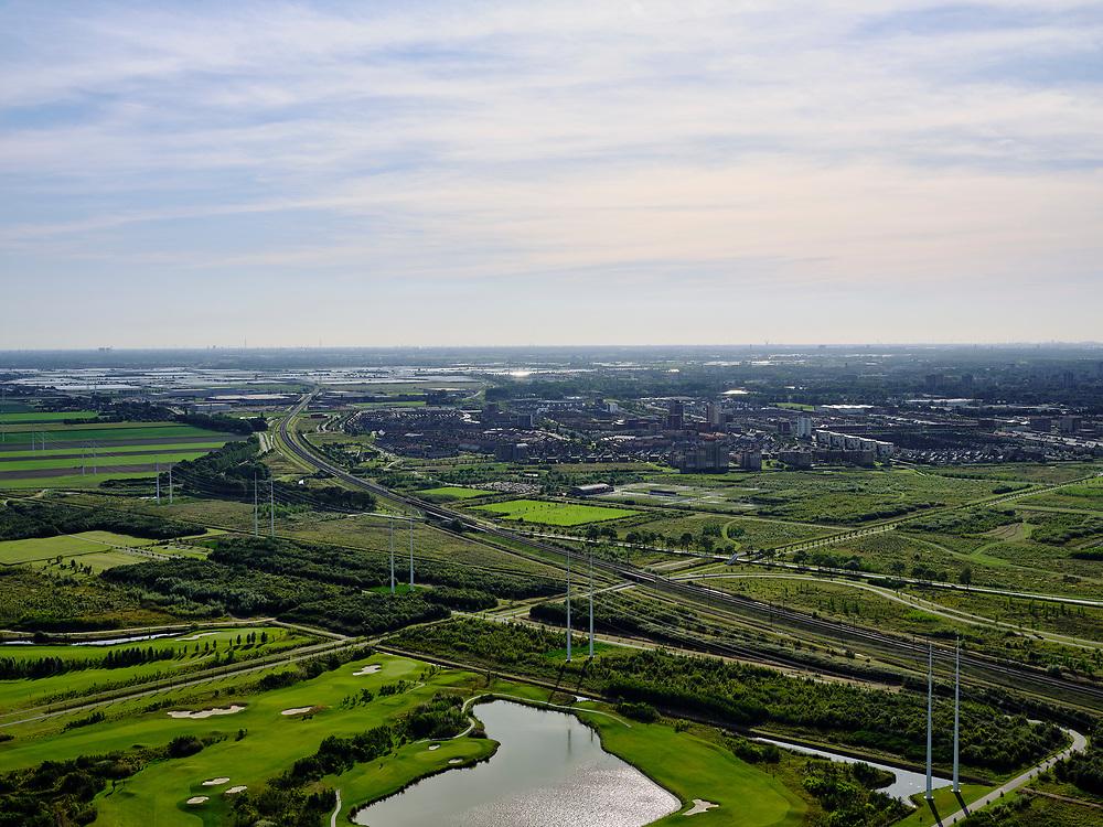 Nederland, Zuid-Holland, Zoetermeer, 14-09-2019; de nieuwbouwwijk Oosterheem, HSL-lijn richting kassengebied bij Bleiswijk.<br /> New development district Oosterheem, HSL line in the direction of the greenhouse area near Rotterdam.<br /> luchtfoto (toeslag op standard tarieven);<br /> aerial photo (additional fee required);<br /> copyright foto/photo Siebe Swart