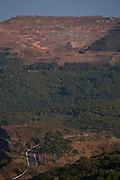 Caete_MG, Brasil...Rodovia MG 262 em Caete, Minas Gerais...The highway MG 262 in Caete, Minas Gerais...Foto: LEO DRUMOND / NITRO