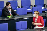 05 MAR 2021, BERLIN/GERMANY:<br /> Hubertus Heil (L), SPD, Bundesarbeitsminister, und Franziska Giffey (R), SPD, Bundesfamilienministerin, im Gespraech, vor Beginn der Debatte zum Internationalen Frauentag; Plenum, Reichstagsgebaeude, Deutscher Bundestag<br /> IMAGE: 20210305-01-006<br /> KEYWORDS: Gespräch, Maske, Mundschutz, Covid-19, Corona