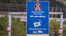 THEMENBILD - Vignetten Pflicht Schild bei einer Autobahnauffahrt auf der A10 Tauernautobahn, aufgenommen am 27. Juli 2019 in Flachau, Österreich // Vignette Sign at a motorway access on the A10 Tauernautobahn, Flachau, Austria on 2019/07/27. EXPA Pictures © 2019, PhotoCredit: EXPA/ JFK
