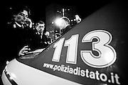 Agenti della squadra mobile di Bari durante operazioni di contrasto nei confronti della malaviata locale nel quartiere San Paolo. Bari, 31 ottobre 2008.Foto Christian Mantuano / OneShot