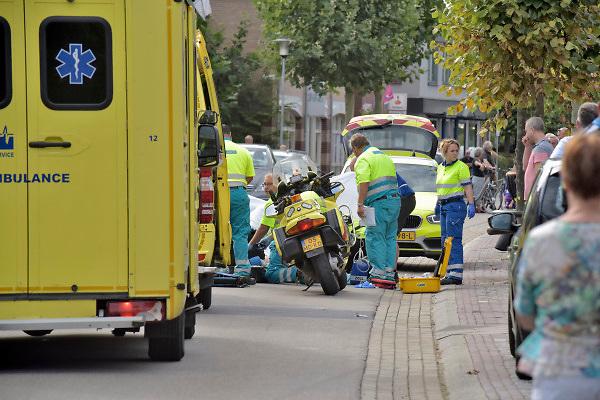 Nederland, Beneden Leeuwen, 16-9-2018Olympias Tour werd opgeschrikt door een zwaar ongeval. Hierdoor moest in allerijl de finish verlegd worden naar de Beatrixstraat. Dranghekken en een nieuwe eindstreep werden aangebracht .Foto: Flip Franssen
