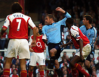 Fotball<br /> Premier League England 2004/2005<br /> Foto: BPI/Digitalsport<br /> NORWAY ONLY<br /> <br /> 30.10.2004<br /> Arsenal v Southampton<br /> <br /> Rory Delap, right, makes it 1-1