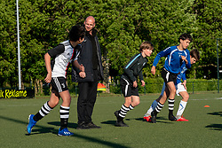 The national government has decided that sports can be restarted from Wednesday 29 April, under strict conditions and for a limited number of groups. VV Maarssen goes along with this, but uses an extra strict protocol. Today was the training of the O13-1, O13-2 and O15-1 at sports park Daalseweide, 12 May 2020 in Maarssen