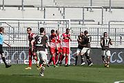 Fussball: 2. Bundesliga, FC St. Pauli - Würzburger Kickers, Hamburg, 17.04.2021<br /> Jubel von St. Pauli nach dem Treffer von Luca Benatelli (Pauli)<br /> © Torsten Helmke