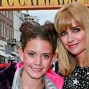 NLD/Amsterdam/20110904 - Grazia PC Catwalk 2011, Daphne Deckers en dochter Emma