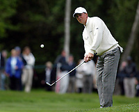 Photograph: Scott Heavey<br />Volvo PGA Championship At Wentworth Club. 25/05/2003.<br />Niclas Fasth chips on to the 4th green.